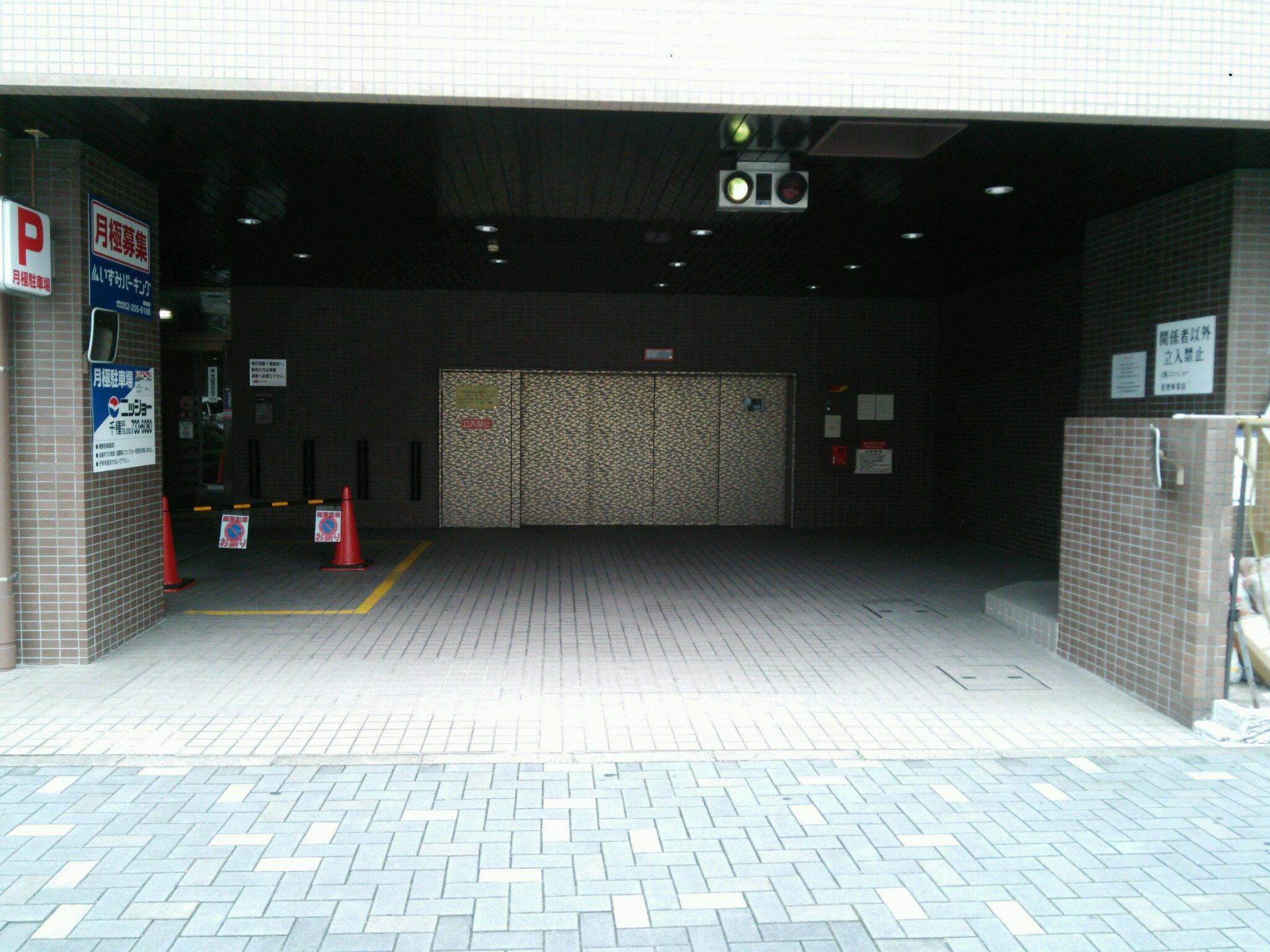E'sハイツ駐車場