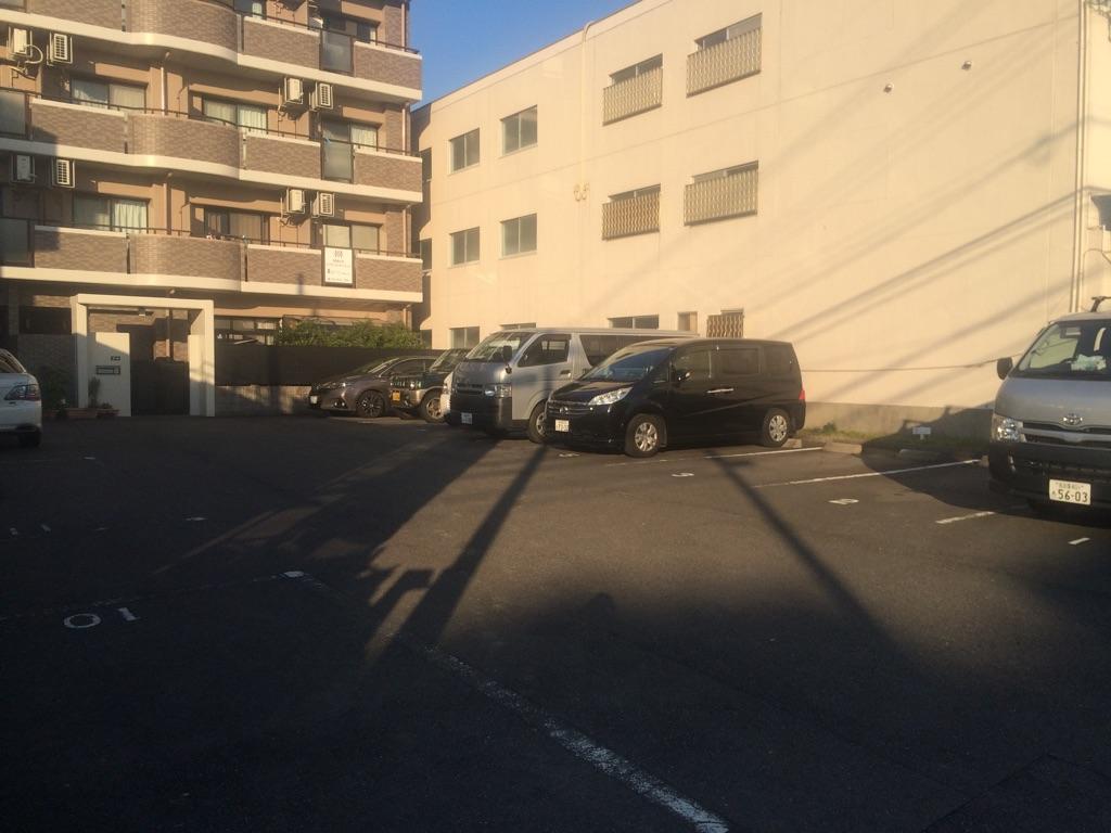 八事北石坂駐車場