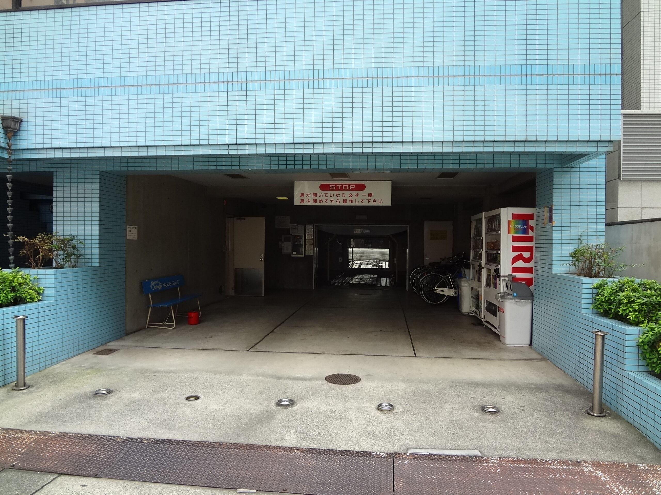 サカエ・ミヤシタビル駐車場